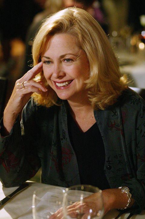 Annie (Catherine Hicks) überrascht ihren Sohn während eines Dates. Sie befürchtet, dass er mit seiner neuen Freundin bereits Sex hat und ist damit a... - Bildquelle: The WB Television Network