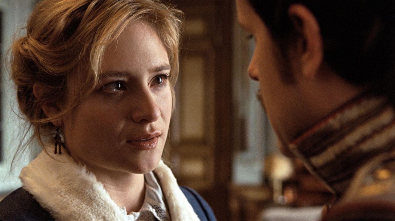 Die verbotene Liebe zwischen Effi von Briest (Julia Jentsch, l.) und Major Crampas (Mišel Maticevic, r.) bringt die beiden in eine verzwickte Lage.... - Bildquelle: Constantin Film