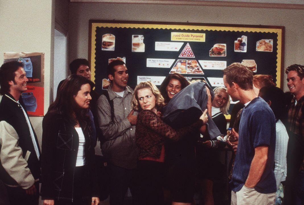 Valerie (Lindsay Sloane, 2.v.r.) hat Justin (Corbin Allred, r.) ins Gesicht gerülpst. - Bildquelle: Paramount Pictures