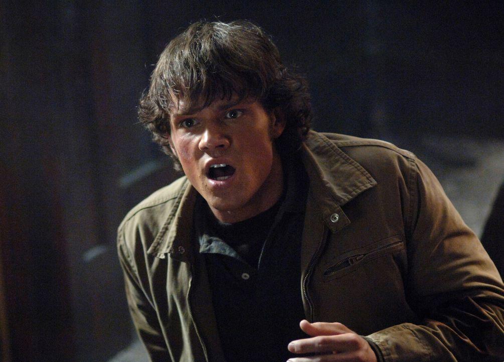 Gemeinsam mit seinem Bruder Dean, versucht Sam (Jared Padalecki) Lori und ihren Vater vor dem Hakenmann zu retten ... - Bildquelle: Warner Bros. Television