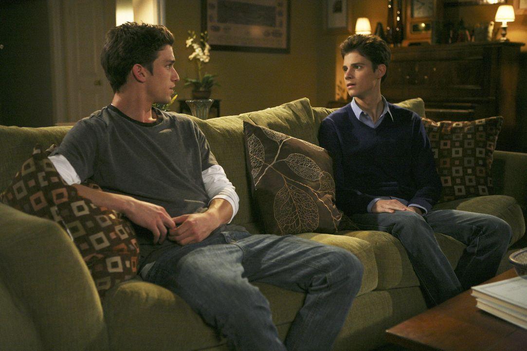 Wie wird das Gespräch zwischen Ricky (Daren Kagasoff, l.) und Ben (Ken Baumann, r.) verlaufen? - Bildquelle: 2008 DISNEY ENTERPRISES, INC. All rights reserved. NO ARCHIVING. NO RESALE.