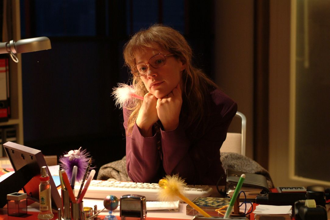 Lisa (Alexandra Neldel) verliert sich wieder einmal in ihren Träumen ... (Dieses Foto von Alexandra Neldel darf nur in Zusammenhang mit der Bericht... - Bildquelle: Sat.1