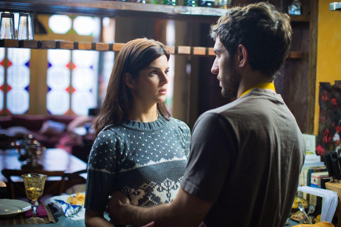Als Belen (Clara Lago, l.) beschließt, ihren Freund Adrian (Quim Gutiérrez, r.) auf seine Treue zu testen, beginnt ein mörderisches Spiel ... - Bildquelle: Twentieth Century Fox Film Corporation. All rights reserved.