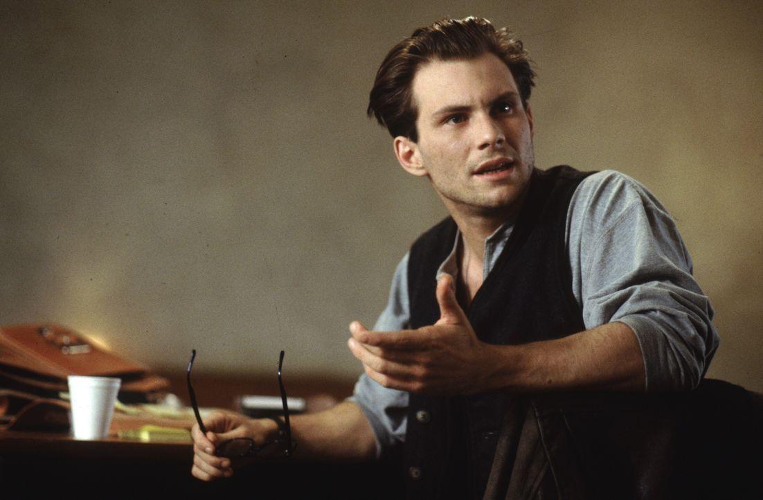 In einem Hotel in San Francisco hört ein junger Reporter (Christian Slater) eine unfassbare Geschichte: Louis, ein Vampir, offenbart ihm die schauri... - Bildquelle: Warner Bros.