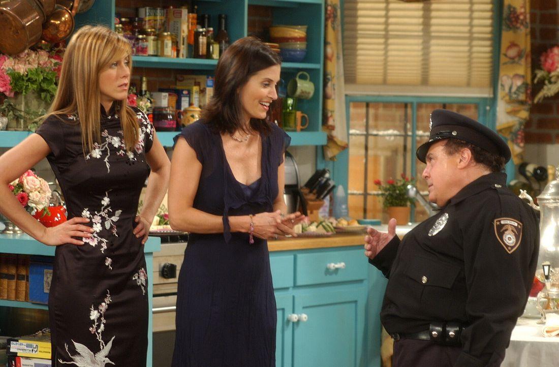 Für Phoebes Junggesellinnenparty haben sich Rachel (Jennifer Aniston, l.) und Monica (Courteney Cox, M.) etwas Besonderes einfallen lassen - sie hab... - Bildquelle: 2003 Warner Brothers International Television