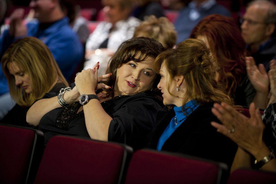 Vor der Reise nach South Beach heizt Abby (M.) die Stimmung bei den Dance Moms noch einmal an ... - Bildquelle: Scott Gries 2011 A+E Networks