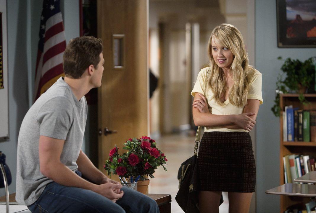 Der letzte Schultag ist gekommen. Jack (Greg Finley, l.) will ins Football-Camp gehen, während Grace (Megan Park, r.) ein Angebot hat, in ein Mediz...