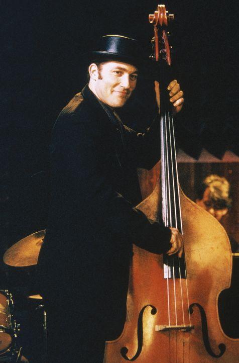 In einem Club kommen sich der liebenswerte Jazzmusiker Ray (Craig Bierko) und Carrie in Begleitung von Big näher. - Bildquelle: Paramount Pictures