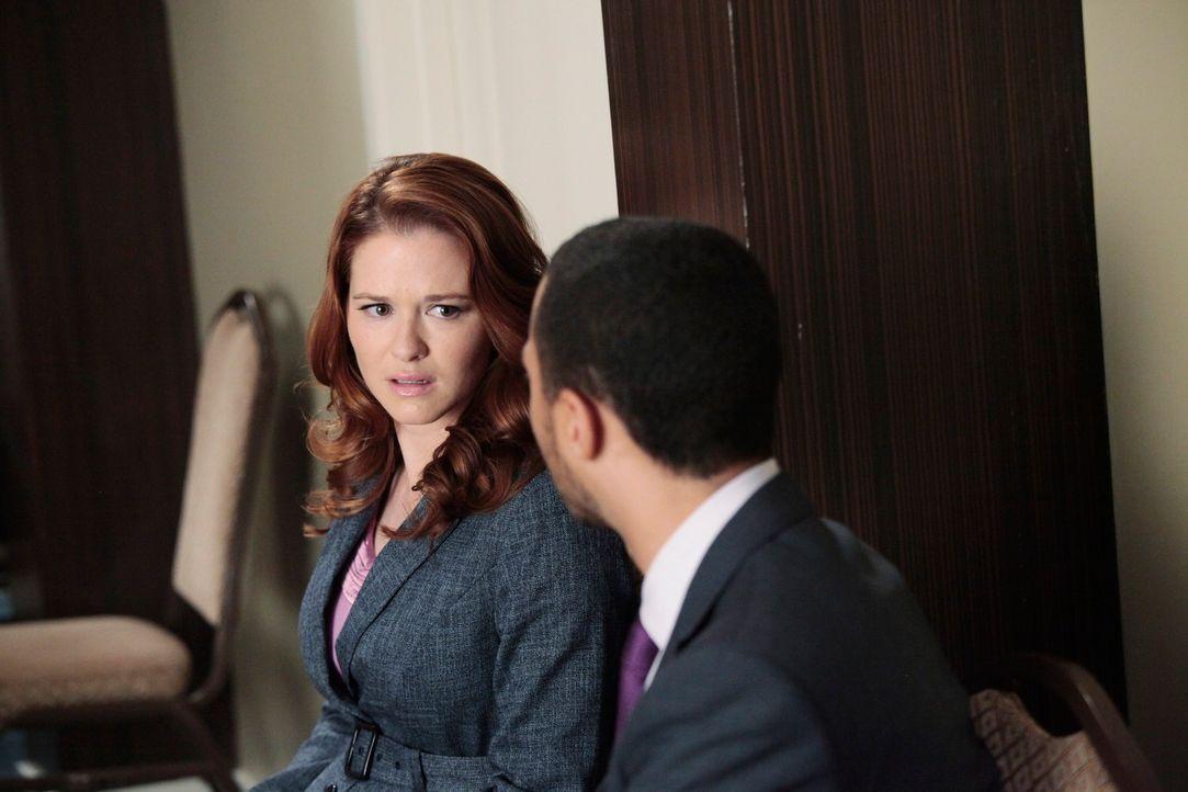 Verbringen eine außergewöhnliche Nacht miteinander: April (Sarah Drew, l.) und Jackson (Jesse Williams, r.) ... - Bildquelle: Touchstone Television