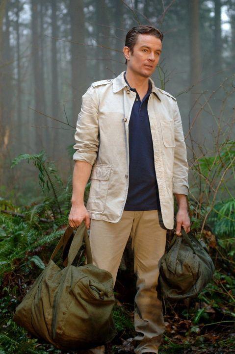 Während Clark und Lana mit einem gefährlichen Serum zu kämpfen haben, kehr Professor FIne (James Masters) zurück ... - Bildquelle: Warner Bros.