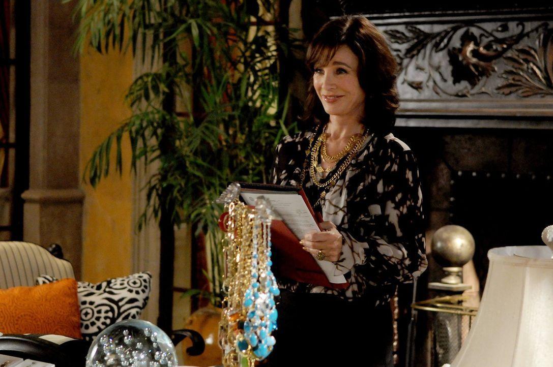 """Laurel Limoges (Anne Archer) will ihre Enkelinnen stärker bei """"Limoges Cosmetics"""" einbinden. Die Mädchen sollen bei der neuesten Werbekampagne mitma... - Bildquelle: Warner Bros. Television"""