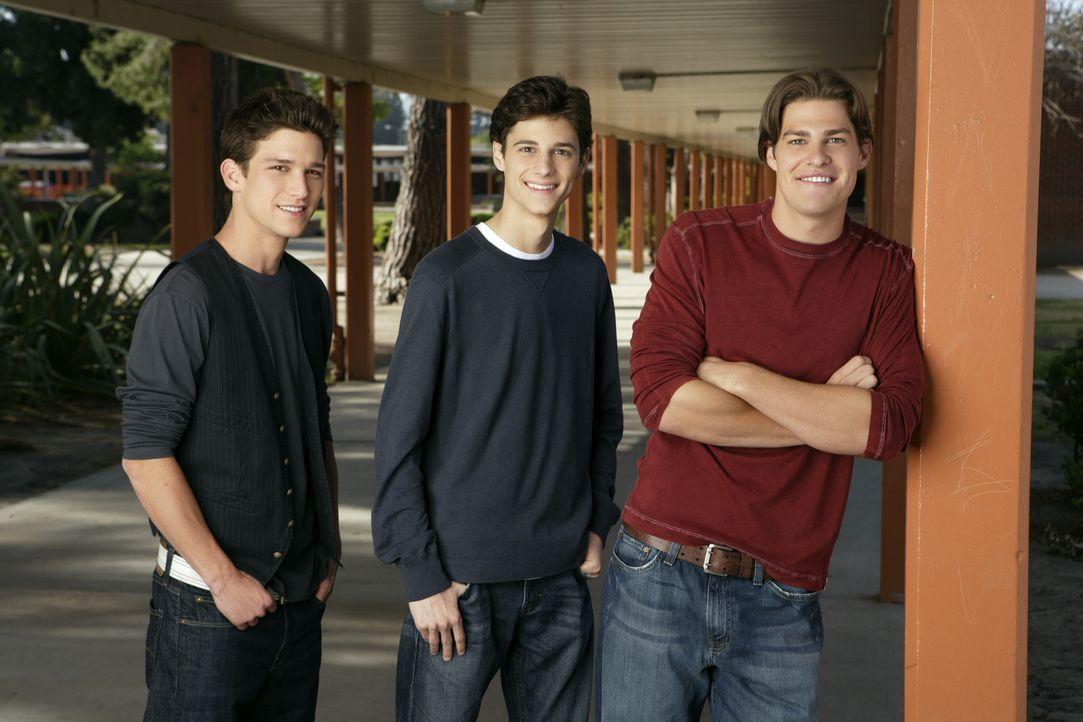 (1. Staffel) - Sie sind in ständigem Konkurrenzkampf um die hübschesten Mädchen der Highschool: Ricky (Daren Kagasoff, l.), Ben (Kenny Baumann, M.)... - Bildquelle: ABC Family