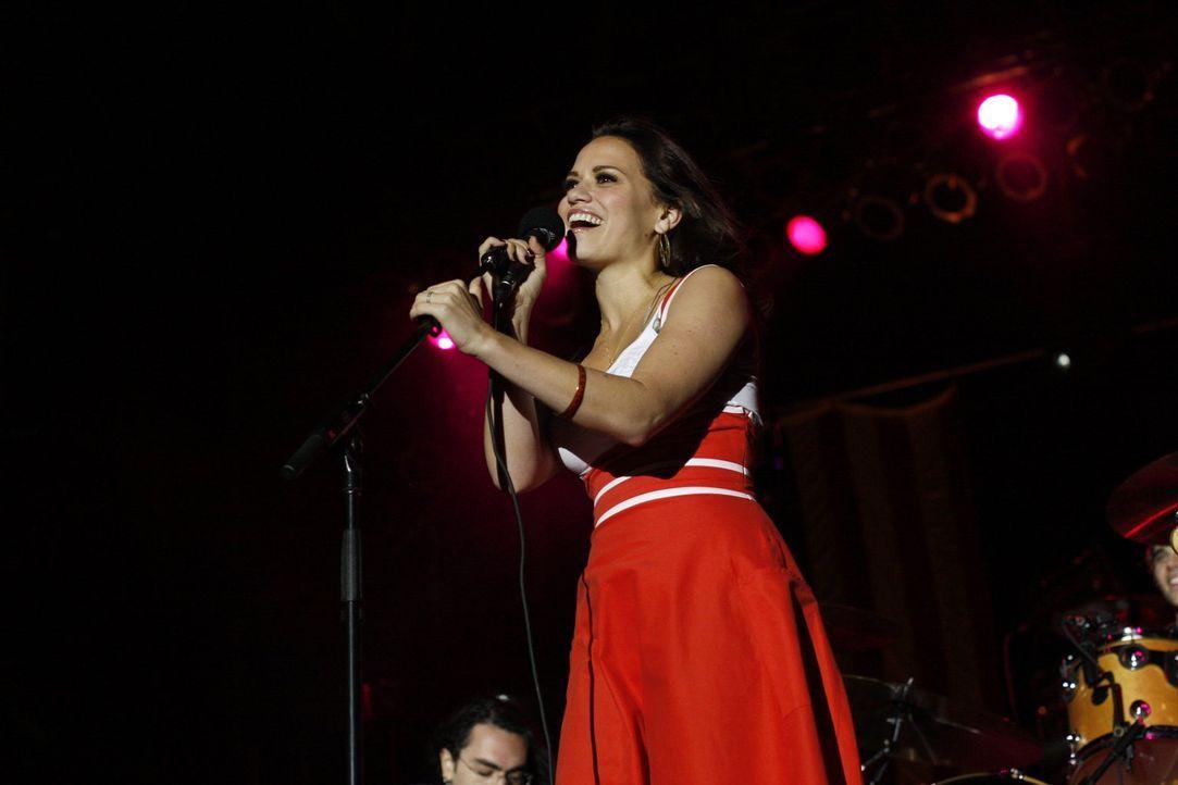Endlich wird ihr Traum wahr: Auf dem Konzert, das Peyton für den Stützpunkt ihres Bruders organisiert, hat Haley James Scott (Bethany Joy Galeotti)... - Bildquelle: Warner Bros. Pictures