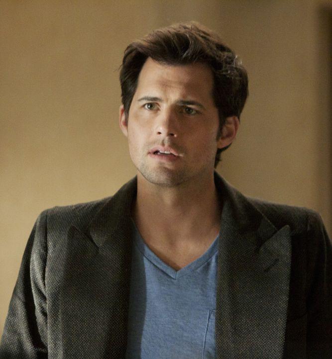 Henry (Kristoffer Polaha) versucht, sein Kapital aus einem Fonds, den Andrew verwaltet, abzuziehen ... - Bildquelle: 2011 THE CW NETWORK, LLC. ALL RIGHTS RESERVED