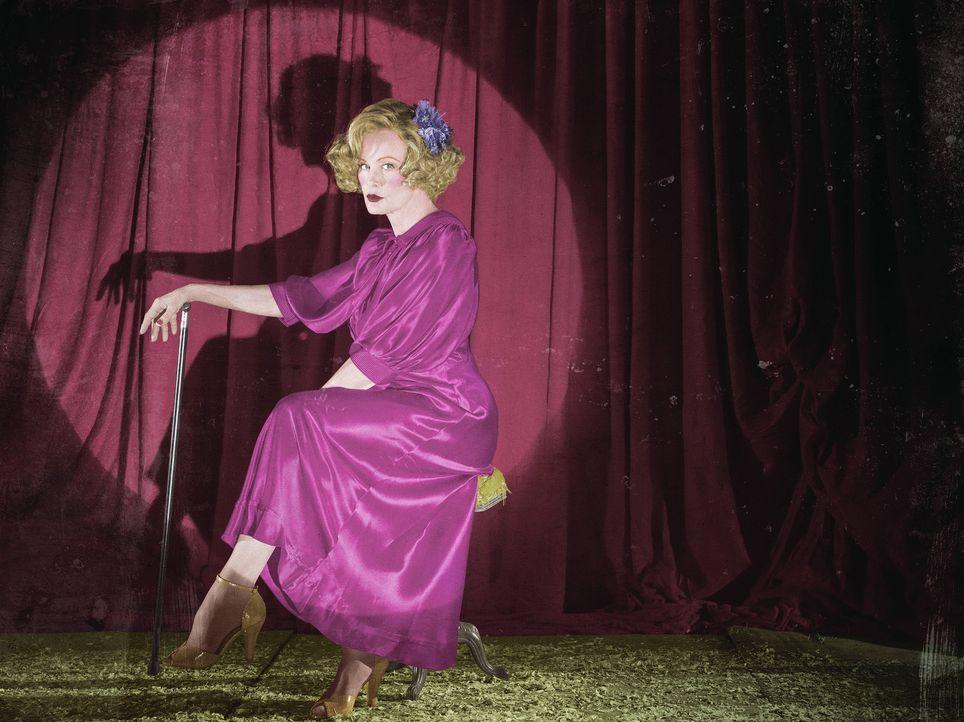 (4. Staffel) - Als deutsche Auswanderin kam Elsa Mars (Jessica Lange) nach Florida und betreibt dort eines der letzten verbliebenen Freak Shows. Und... - Bildquelle: Frank Ockenfels 2014, FX Network. All rights reserved.