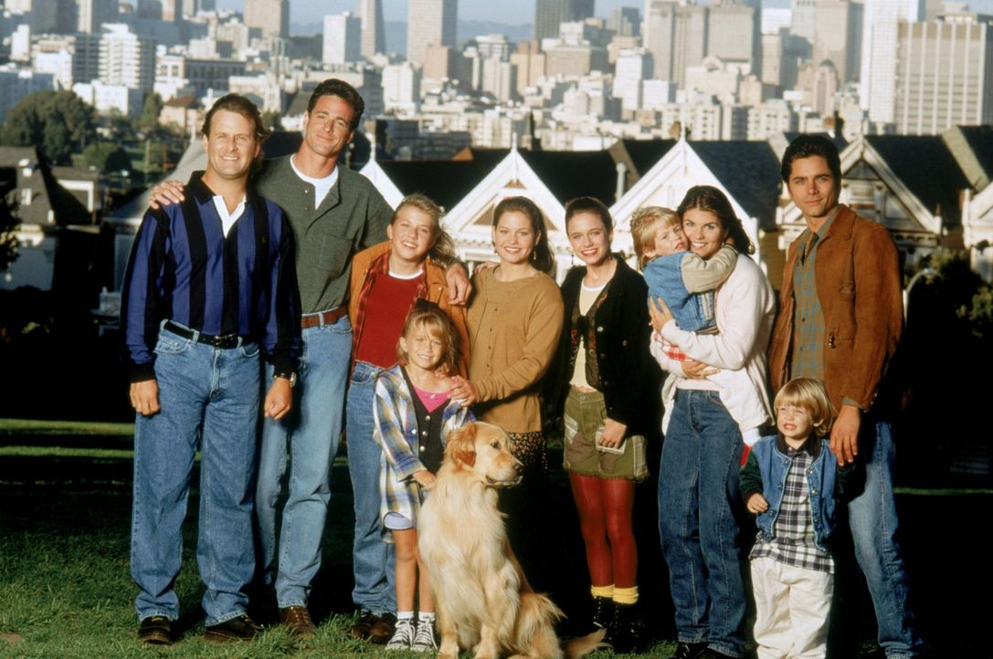 (8. Staffel) - Bei Joey (Dave Coulier, l.), Danny (Bob Saget, 2.v.l.), Stephanie (Jodie Sweetin, 3.v.l.), Michelle (Mary-Kate/Ashley Olsen, 4.v.l.),... - Bildquelle: Warner Brothers Inc.