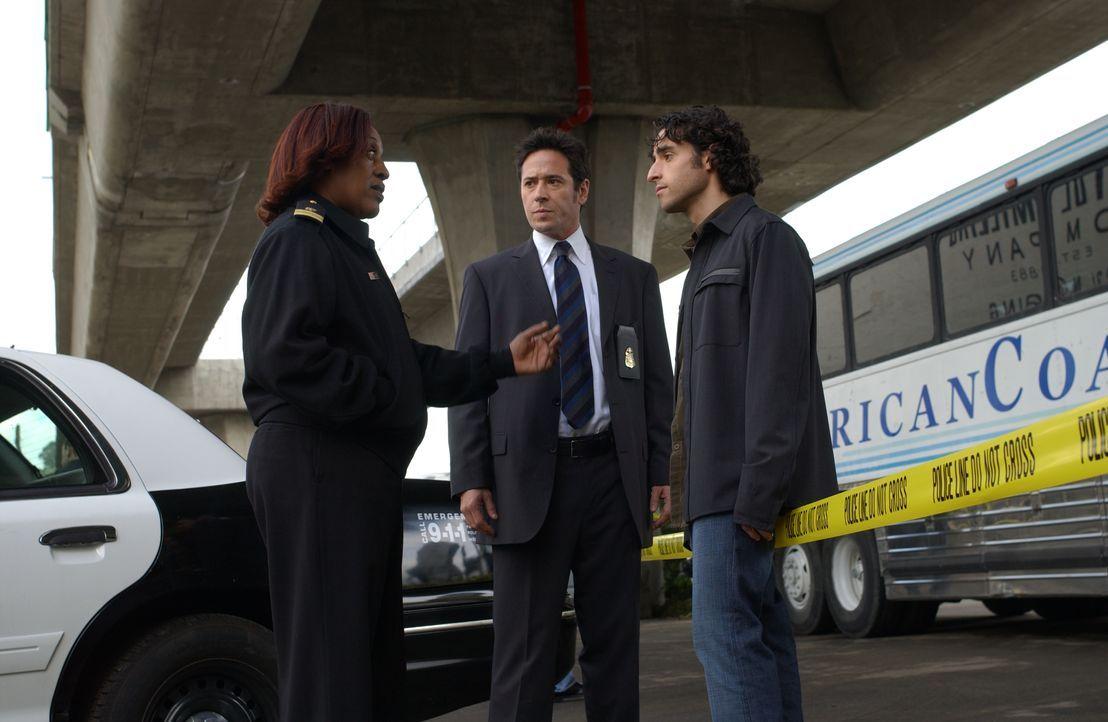Gemeinsam versuchen sie einen schwierigen Fall zu lösen: Lt. Lee Havercamp (CCH Pounder, l.), Charlie (David Krumholtz, r.) und Don (Rob Morrow, M.)... - Bildquelle: Paramount Network Television