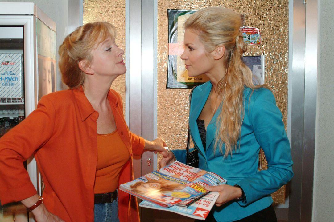 Zwischen Helga (Ulrike Mai, l.) und Sabrina (Nina-Friederike Gnädig, r.) kommt es zu einer Auseinandersetzung, als Helga nicht bereit ist, Sabrina d... - Bildquelle: Monika Schürle SAT.1 / Monika Schürle
