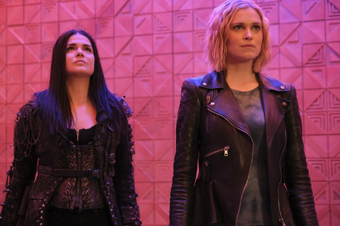 Octavia Blake (Marie Avgeropoulos, l.); Clarke Griffin (Eliza Taylor, r.) - Bildquelle: 2020 Warner Bros. Entertainment Inc. All rights reserved.