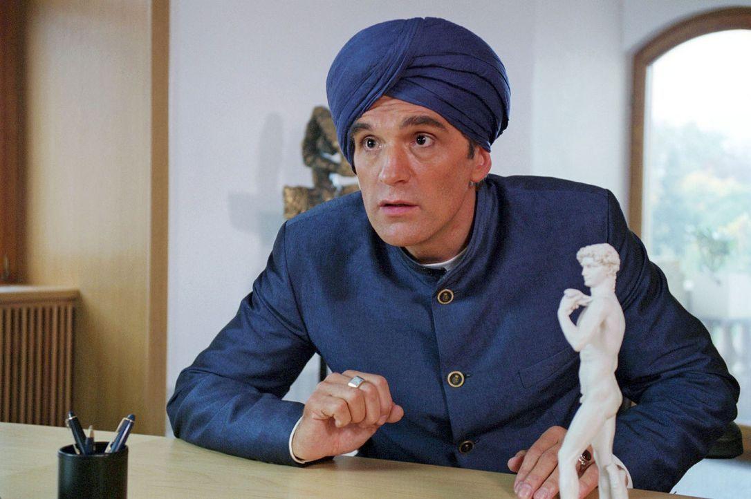 Max (Walter Sittler) und sein Team wollen den Banker Dörring davon überzeugen, dass seine heiß geliebte David-Statuette nichts anderes als eine s... - Bildquelle: Sat.1