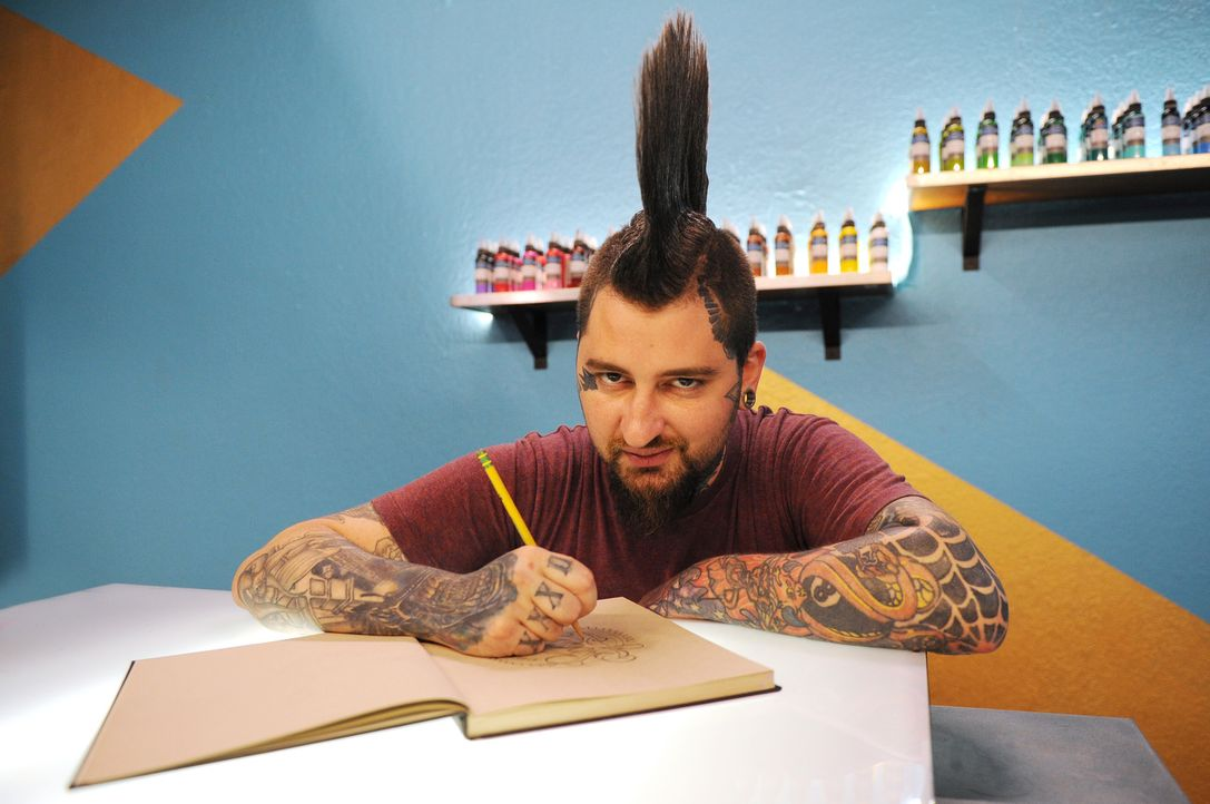 Seit bereits zehn Jahren arbeitet Clint Cummings als professioneller Tattoo-Künstler ... - Bildquelle: Jeff Daly spike