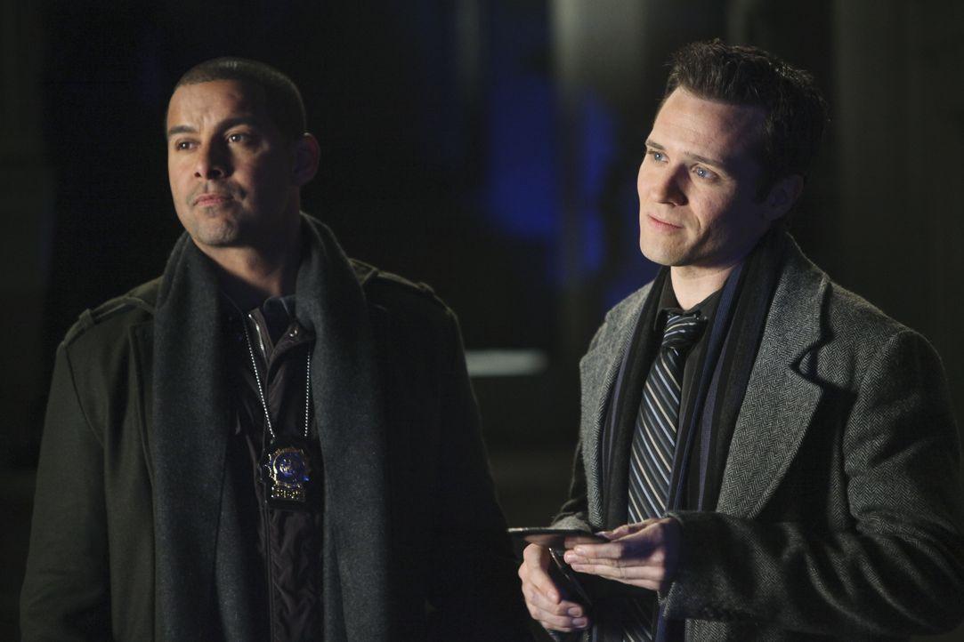 Ein alter Schulfreund von Castle wird verdächtigt, seine Frau getötet zu haben. Javier Esposito (Jon Huertas, l.) und Kevin Ryan (Seamus Dever, r.)... - Bildquelle: ABC Studios