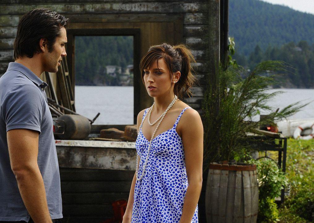 Trish (Katie Cassidy, r.) verbietet ihrem Ex-Freund Hunter (Victor Webster, l.), sie noch einmal aufzusuchen. Sie wird Henry heiratet - komme, was d... - Bildquelle: 2009 CBS Studios Inc. All Rights Reserved.
