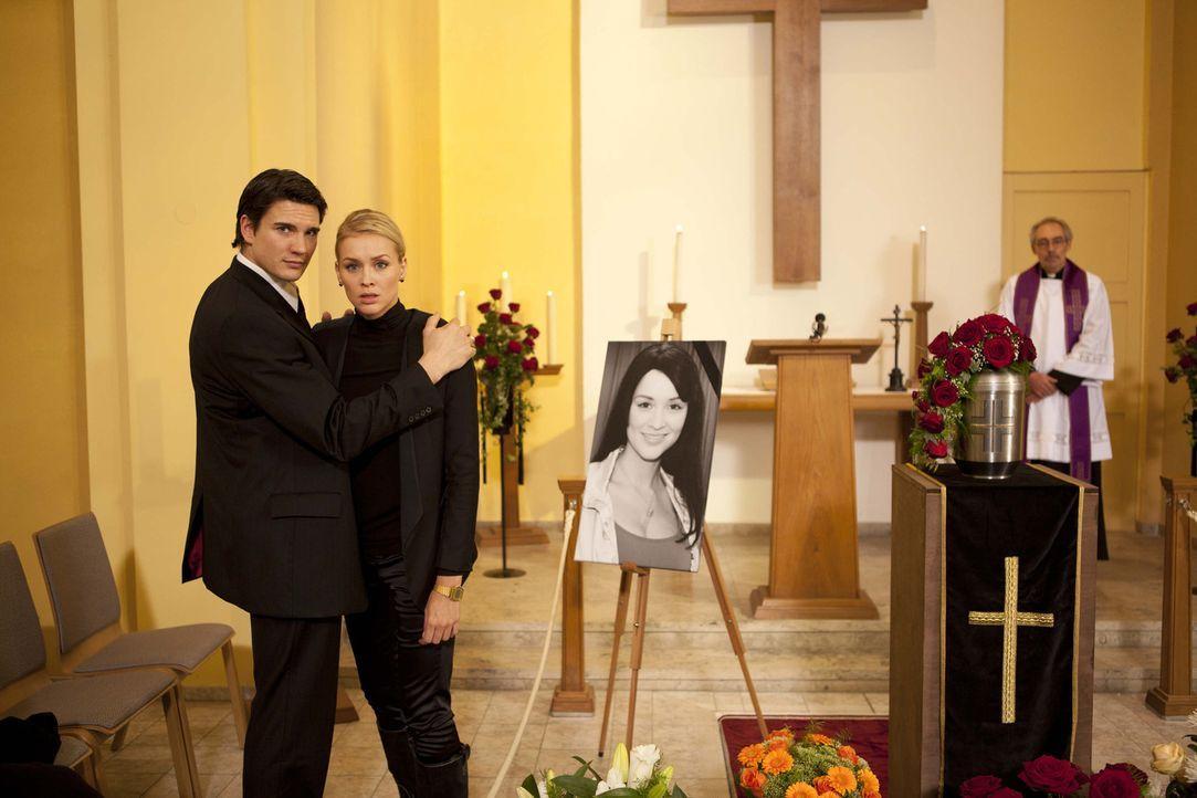 Bea beschäftigt die Frage, ob sie zu Franziskas Beerdigung gehen soll. Ben rät ihr, sich auf ihr Gefühl zu verlassen. Daraufhin geht tatsächlich... - Bildquelle: SAT.1