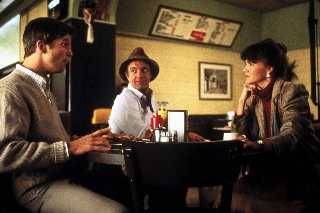 Rupert (Jeff Bridges, l.) kann es weder sehen noch glauben, doch Kays (Sally Field, r.) verstorbener Mann Jolly (James Caan, M.) weilt als Geist im... - Bildquelle: Twentieth Century Fox Film Corporation