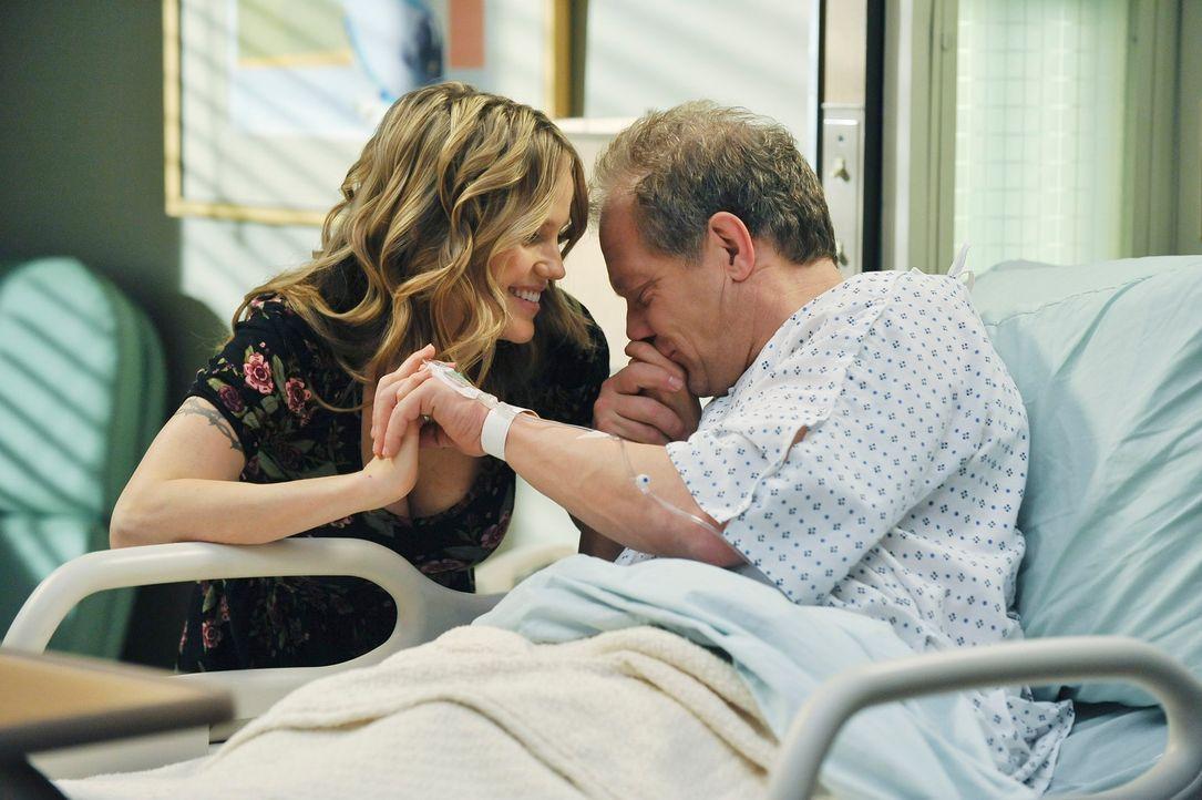 Merediths und Lexies Vater Thatcher (Jeff Perry, r.) kommt mit Magenschmerzen und seiner tätowierten Freundin Danielle (Alexa Havins, l.), die sich... - Bildquelle: ABC Studios