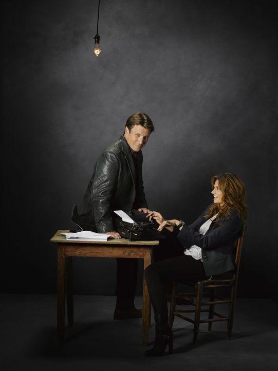 (5. Staffel) - Zwischen Kate Beckett (Stana Katic, r.) und Richard Castle (Nathan Fillion, l.) sprühen gewaltig die Funken  - hin und wieder auch im... - Bildquelle: ABC Studios