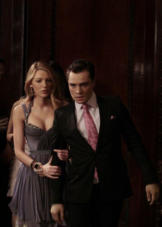 Können nicht glauben, dass Blair mit Louis zusammen ist: Chuck (Ed Westwick, r.) und Serena (Blake Lively, l.) ... - Bildquelle: Warner Bros. Television