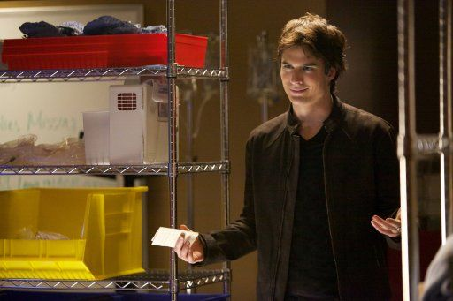 Damon will den Vampirjäger vernichten - Bildquelle: © Warner Bros. Entertainment Inc.
