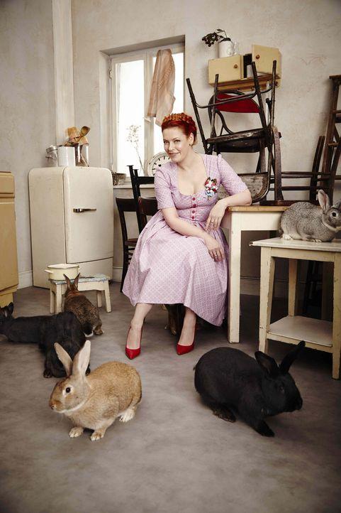 Wenn Enie van de Meiklokjes ihr Backrohr anwirft und leckere Köstlichkeiten für die Festtagstafel zaubert, wird selbst der Osterhase neidisch. - Bildquelle: Marc Rehbeck Sixx