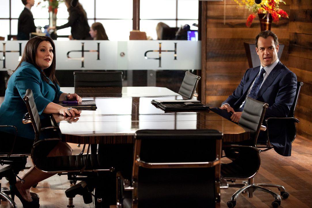 Jane (Brooke Elliott, l.) und Parker (Josh Stamberg, r.) kämpfen für zwei Schülerinnen, die aufgrund ihrer sexuellen Orientierung nicht an ihrem... - Bildquelle: 2011 Sony Pictures Television Inc. All Rights Reserved.