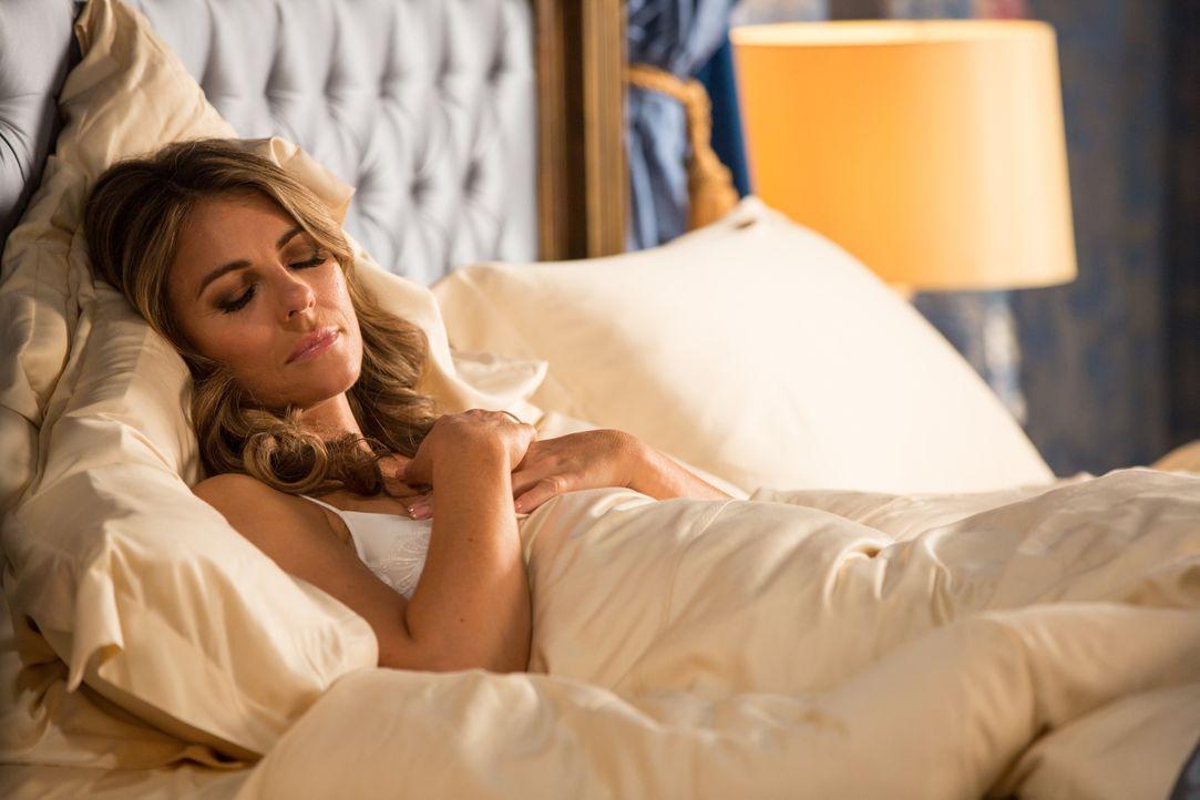 Träumt von neuen Intrigen gegen Cyrus: Helena (Elizabeth Hurley) ... - Bildquelle: Colin Hutton 2016 E! Entertainment Television, LLC / Colin Hutton