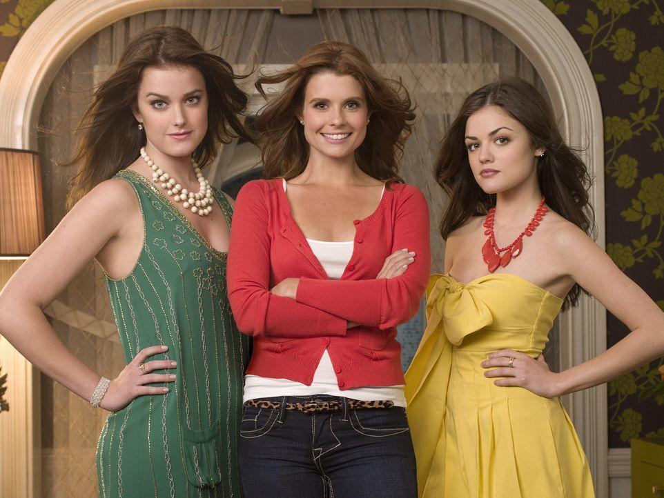 (1. Staffel) - Als Tutorin der beiden verwöhnten Schwestern Sage (Ashley Newbrough, l.) und Rose Baker (Lucy Hale, r..) kommt Yale-Absolventin Megan... - Bildquelle: Warner Bros. Television