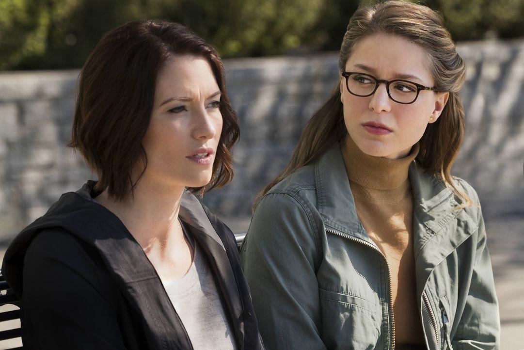 Alex (Chyler Leigh, l.) offenbart ihrer Schwester Kara (Melissa Benoist, r.) endlich, wie sie wirklich fühlt. Wird sich von nun an alles verändern? - Bildquelle: 2016 Warner Bros. Entertainment, Inc.