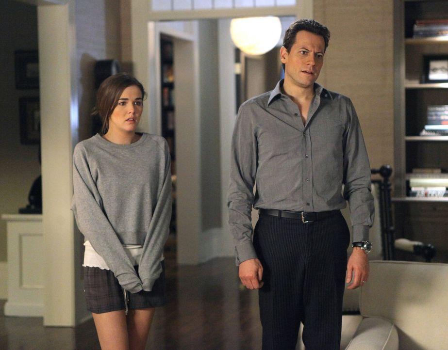 Andrew (Ioan Gruffudd, r.) verspricht Juliet (Zoey Deutch, l.), sie weiterhin zu unterstützen und hinter ihr zu stehen, nachdem sich ihre Mutter vo... - Bildquelle: 2011 THE CW NETWORK, LLC. ALL RIGHTS RESERVED