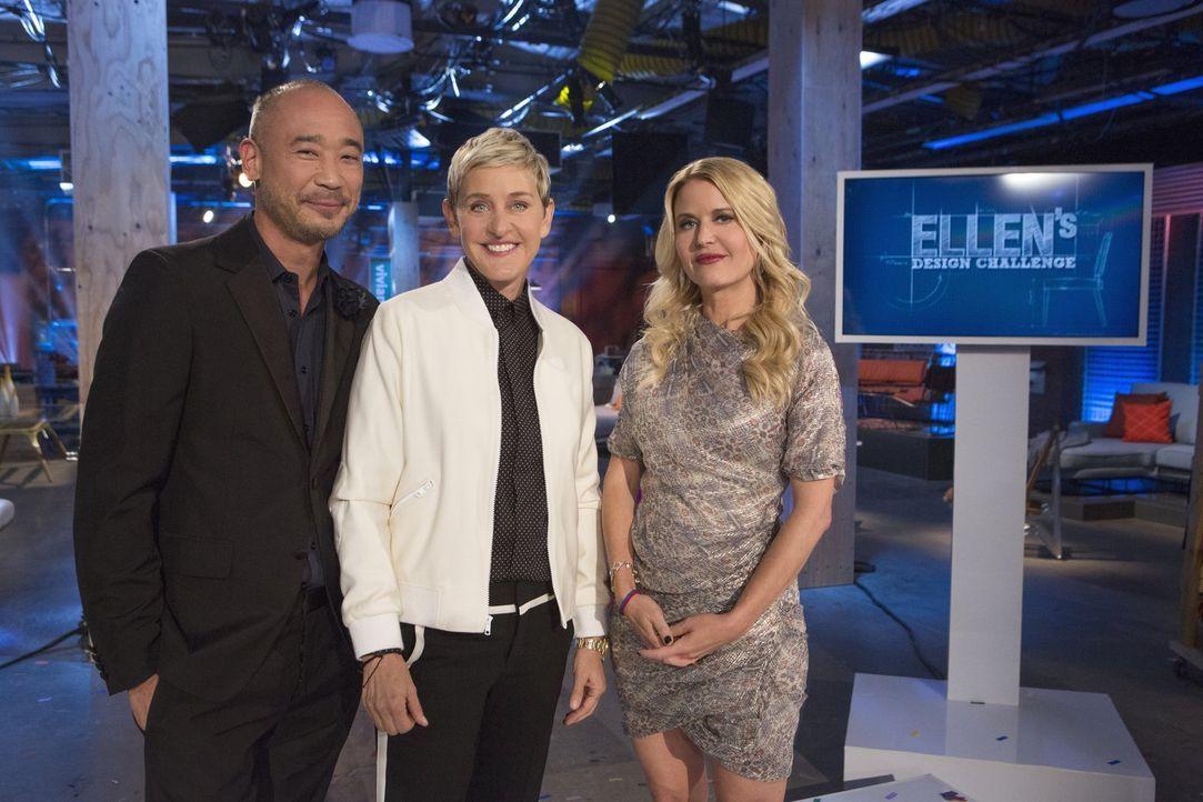 """Das große Finale steht an: Cliff Fong (l.), Ellen DeGeneres (M.) und Christiane Lemieux (r.) krönen heute einen Designer zum Gewinner von """"Ellen's D... - Bildquelle: Warner Bros."""
