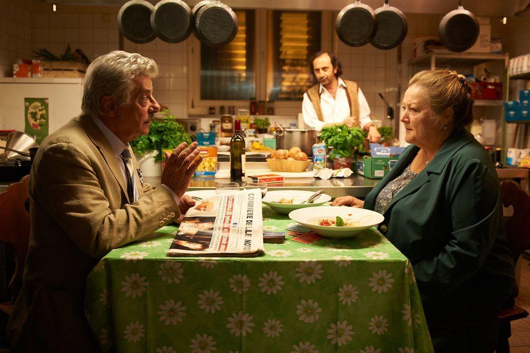 Gemeinsam mit Lorenzo (Giancarlo Giannini, l.) erlebt Oma Marguerita (Marianne Sägebrecht, r.) das Abenteuer ihres Lebens ... - Bildquelle: Walter Wehner Sperl Productions