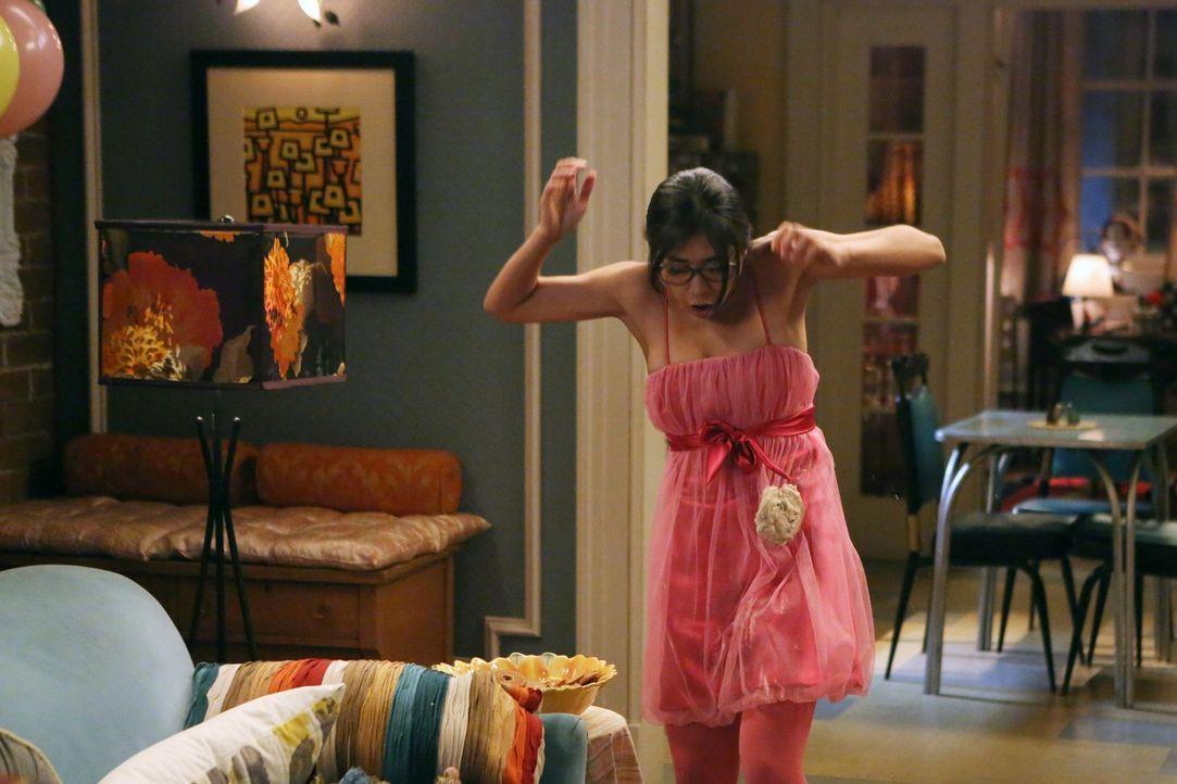 """Der traditionelle """"Keksball"""" gerät plötzlich außer Kontrolle, als Helen-Alice (Liza Lapira) mit Keksen attackiert wird. Steht die Freundschaft der d... - Bildquelle: Warner Brothers"""