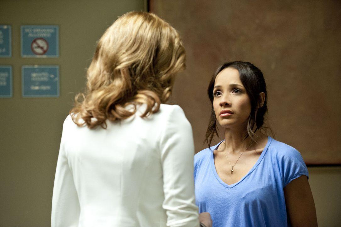 Rosie (Dania Ramirez, r.) hat Angst, dass Peri (Mariana Klaveno, l.) hinter ihre Affäre mit Spence kommt ... - Bildquelle: ABC Studios