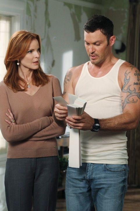 Bree (Marcia Cross, l.) muss ihr Leben neu ordnen und dabei holt sie sich Hilfe von Keith (Brian Austin Green, r.) ... - Bildquelle: ABC Studios
