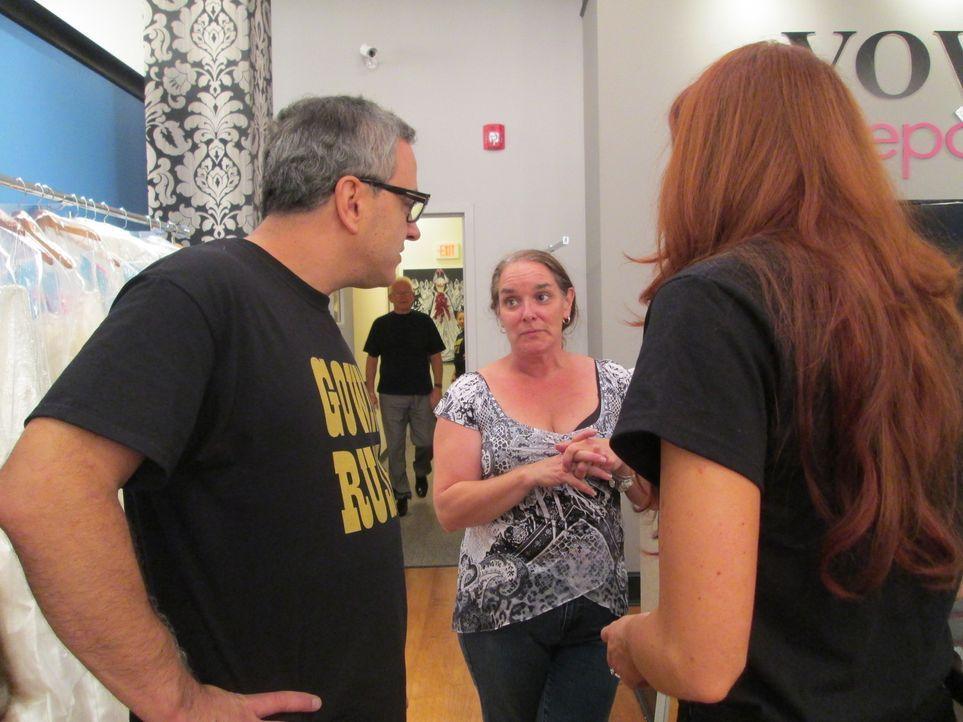 In diesem Jahr haben sich Rick (l.) und Leslie einen ganz besonderen Twist für den Ausverkauf überlegt: In manchen Kleidern befindet sich ein golden... - Bildquelle: TLC