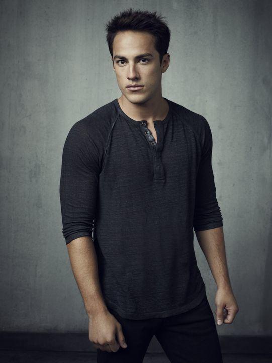 Michael Trevino ist Tyler Lockwood - Bildquelle: Warner Bros. Television