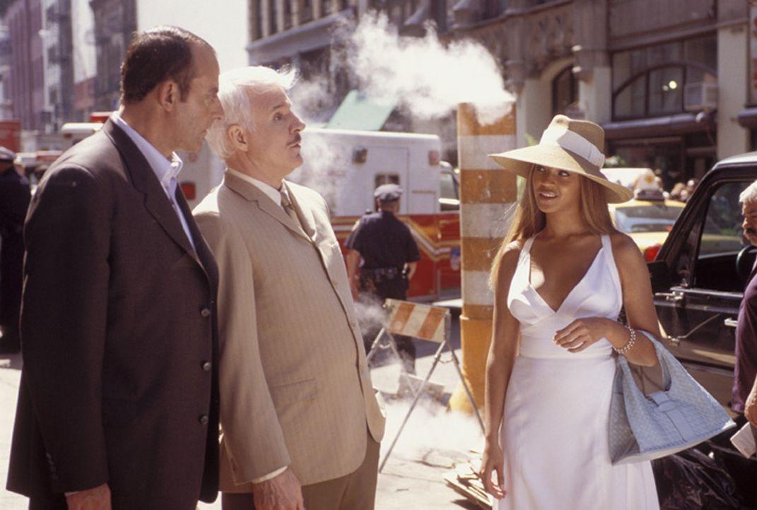Ihre Schönheit täuscht über ihre gefährlichen Absichten hinweg: Gilbert Ponton (Jean Reno, l.) und Inspektor Clouseau (Steve Martin, M.) sind vo... - Bildquelle: Metro-Goldwyn-Mayer Studios Inc. All Rights Reserved.
