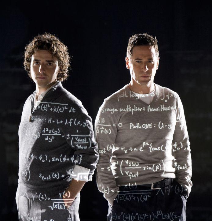 (5. Staffel) - FBI-Agent Don Eppes (Rob Morrow, r.) engagiert in schwierigen Fällen seinen Bruder Charlie (David Krumholtz, l.), einen genialen Math... - Bildquelle: Paramount Network Television