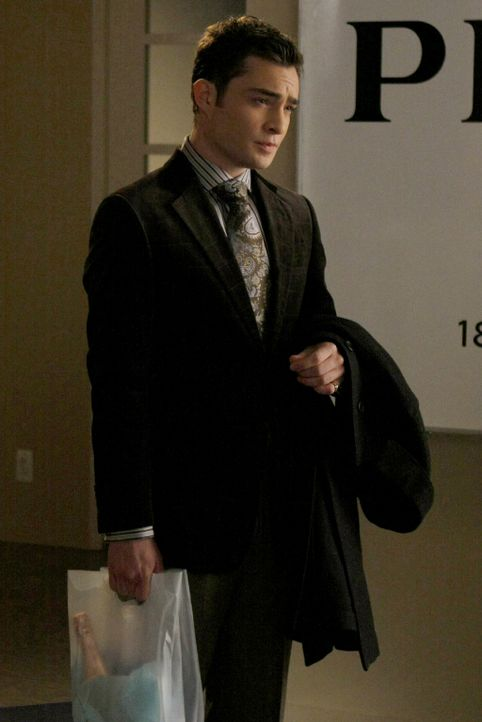 Chuck (Ed Westwick) hat die Knutscherei von Serena und Tripp auf Band. - Bildquelle: Warner Brothers