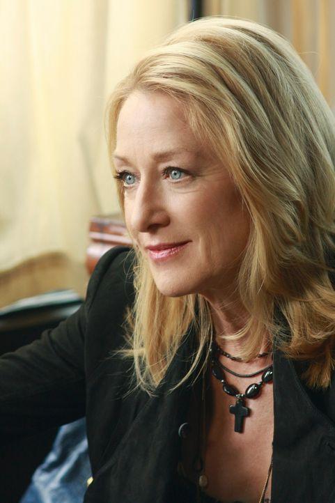 Im ersten Moment glaubt Holly (Patricia Wettig) das Richtige zu tun, als sie Dennis York ihre Aktien verkauft, doch dann kommen ihr Zweifel ... - Bildquelle: 2009 American Broadcasting Companies, Inc. All rights reserved.